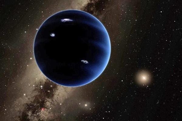 مفهوم این هنرمند ابر زمینی فرضی است که به عنوان سیاره نهم یا سیاره X شناخته می شود ، که به عقیده برخی محققان بسیار فراتر از پلوتو در محدوده خارجی منظومه شمسی است