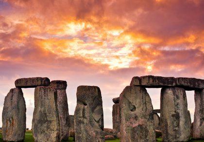 سنگها موادی جامد از سنگکره زمین هستند که از یک یا چند کانی ساخته شدهاند.